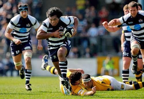 Bristol centre Junior Fatialofa runs through the Wasps defence