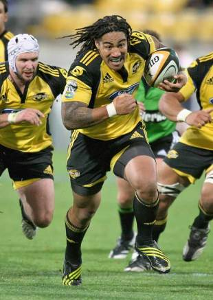 The Hurricanes' Ma'a' Nonu on the charge, Hurricanes v Blues, Super 14, Westpac Stadium, Wellington, New Zealand, May 1, 2009