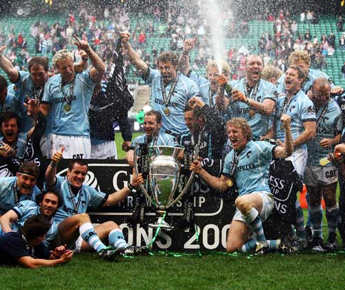 Leicester celebrate with the 2009 Guinness Premiership trophy