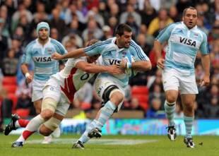Argentina skipper Juan Martin Fernandez Lobbe takes on the England defence, Argentina v England, Old Trafford, Manchester, June 6, 2009