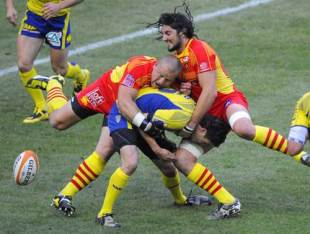 Perpignan hooker Marius Tincu tackles Thibault Privat