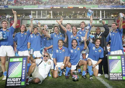 Italy celebrate with the Bowl