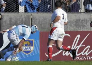 Argentina flanker Juan Manuel Leguizamon scores a try, Argentina v England, Ernesto Maltearena, Salta, June 13, 2009