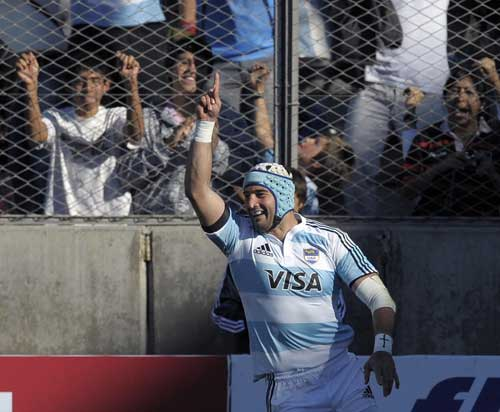 Juan Manuel Leguizamon celebrates his try