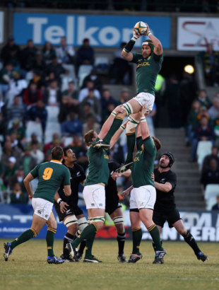 Victor Matfield of South Africa catches the ball in the lineout, South Africa v New Zealand, Tri-Nations, Free State Stadium, Bloemfontein, South Africa, July 25, 2009