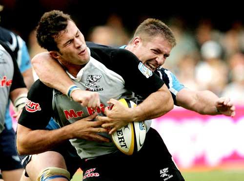 Bakkies Botha gets to grips with Bismarck Du Plessis