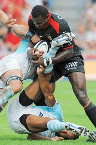 Toulouse winger Yves Donguy fights for posession of the ball, Toulouse v Bayonne, Top 14, Stade Ernest Wallon, Toulouse, France, September 2, 2009