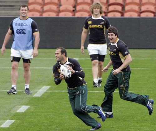 South Africa scrum-half Fourie du Preez leads a drill