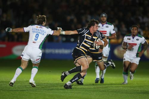 Worcester's Tom Wood goes past Andy Gomarsall at Sixways