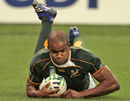 South Africa's JP PIetersen touches down for a try