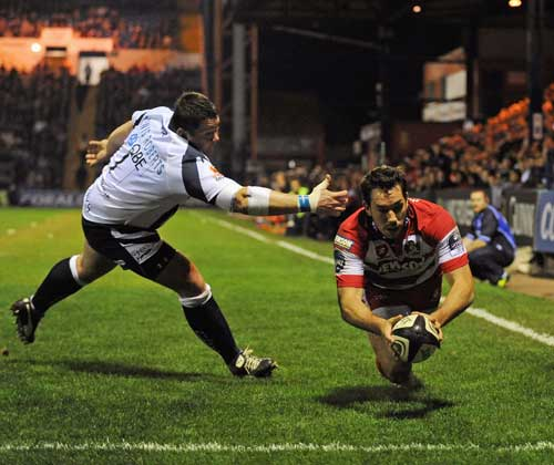 Gloucester fullback Tom Voyce dives in to score