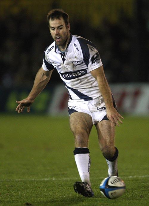 Sale Sharks fly-half Charlie Hodgson tries a grubber