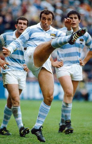 Hugo Porta clears Argentina's lines, Ireland v Argentina, October 27, 1990