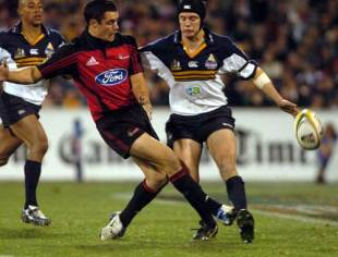 Brumbies fly-half Stephen Larkham attempts to block a grubber kick by Dan Carter, Brumbies v Crusaders, Super 12 final, Canberra Stadium, May 22 2004.