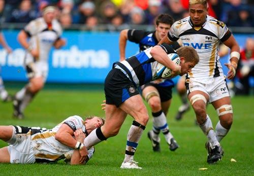 Bath's Ben Williams break free from Liam Davies' clutches
