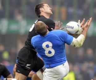 New Zealand fullback Cory Jane beats Sergio Parisse to a high-ball, Italy v New Zealand, San Siro, Milan, November 14, 2009