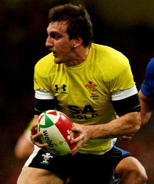 Wales openside Sam Warburton checks for support, Wales v Samoa, Millennium Stadium, November 13, 2009