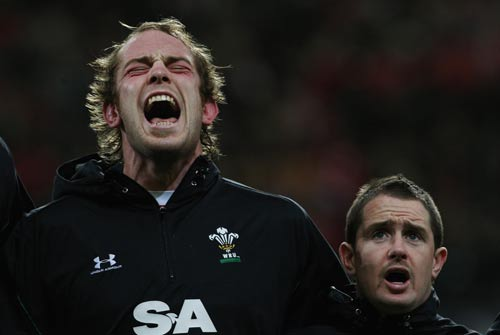 Alun-Wyn Jones belts out the Welsh national anthem | Rugby