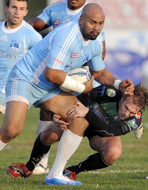 Marseille Vitrolles' Jonah Lomu fends off a tackle