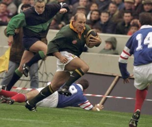 South Africa's James Dalton takes the attack to France