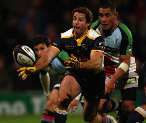 Leeds scrum-half Andy Gomarsall passes