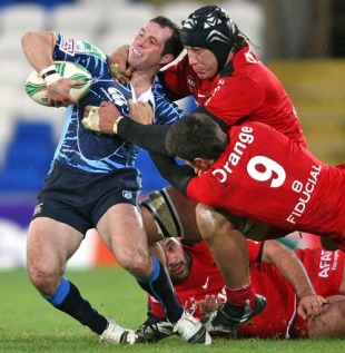 Cardiff Blues scrum-half Gareth Cooper is shackled by the Toulouse defence, Cardiff Blues v Toulouse, Heineken Cup, Cardiff City Stadium, Cardiff, Wales, December 12, 2009