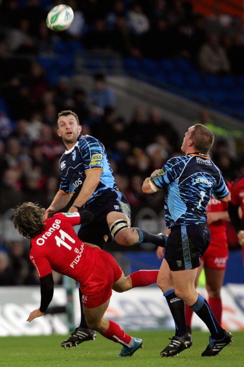 Cardiff's Deiniol Jones battles Toulouse wing Cedric Heymans for the ball