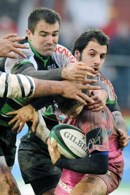 Stade scrum-half Benjamin Tardy ducks under a Montauban tackle