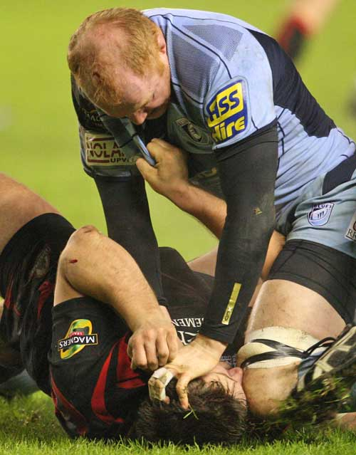 The Blues' Martyn Williams gets to grips with Edinburgh's David Young