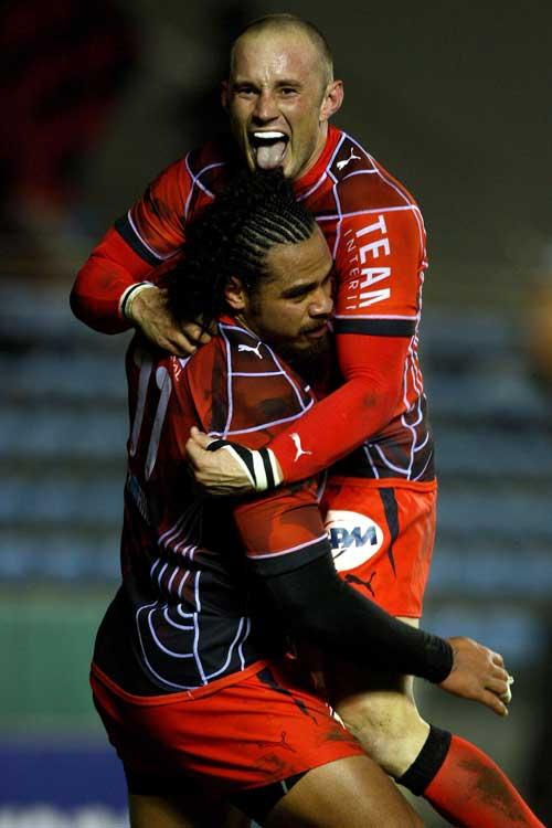 Toulon wing Christian Loamanu is congratulated by Matt Henjak