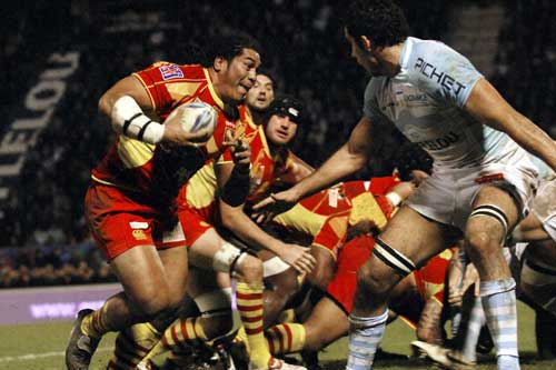 Perpignan No.8 Henry Tuilagi powers forward