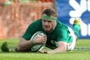 Jamie Heaslip scores Ireland's opening try