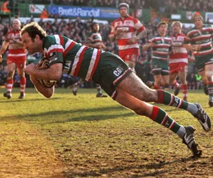 Leicester's Geordan Murphy dives over to score a try, Leicester v Gloucester, Guinness Premiership, Welford Road, Leicester, England, February 20, 2010