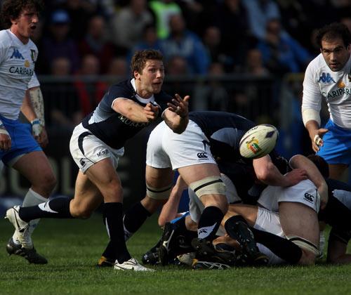 Scotland scrum-half Chris Cusiter releases his back-line