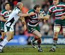 Leicester's Geordan Murphy takes on London Irish's Paul Hodgson